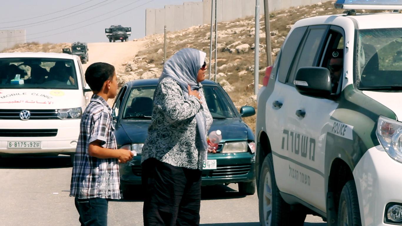 Shireen talking to Israeli Police